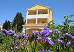 Location vacances Veli Rat - Apartments Sabina-1