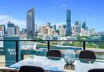 Location vacances Kangaroo Point - Luxury River City Views with Pool, Gym, Cafe, Wifi, Hospital-2