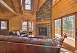 Location vacances North Canton - Family-Friendly Warsaw Cabin with Furnished Deck-1