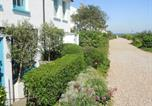 Location vacances Deal - Boho-chic bolthole on the beach - Mariner's Cottage-2