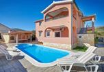 Location vacances Prgomet - Holiday Home Pano with Fireplace I-2