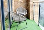Location vacances Bromley - Modern loft apartment in Woolwich-2