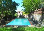 Location vacances  Province de Pistoia - Spacious Holiday Home with Pool in Migliorini-2