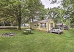 Location vacances Green Lake - Tranquil Cabin with Fire Pit - Fishermans Paradise!-2