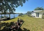 Location vacances Lake Placid - Rim Canal Cottage 'Yellow House' with Canal Views & Boat Dock cottage-2
