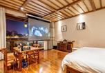 Location vacances Zhangjiajie - River View Wooden Guesthouse-3