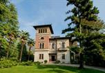 Location vacances  Province de Lecco - Mandello del Lario Villa Sleeps 18 Pool-1