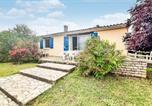 Location vacances Longeville-sur-Mer - Amazing home in La Jonchère with 4 Bedrooms-1