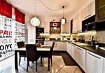 Location vacances  Province de Monza et de la Brianza - Modern- family apartment halfway between Milano and Como-1