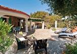 Location vacances  Province de Carbonia-Iglesias - Villa Spiaggia le Saline 150 mt dal mare 9 pl-1