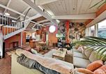 Location vacances Capitola - Coastal Getaway with Pool Table - Stroll to Beach home-1