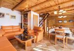 Location vacances Zagrebačka - 0-Bedroom Holiday Home in Jastrebarsko-2