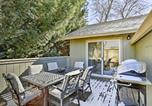 Location vacances Dunsmuir - Cozy Home with Fireplace 11 Mi to Mt Shasta Ski Park-2