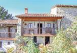 Location vacances  Province d'Asturies - Four-Bedroom Holiday Home in Penamellera Baja-1