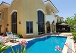 Location vacances Dubaï - Best Palm Jumeirah Beachfront Villa 5 Bedroom with private pool by Stay Here Holiday Homes-4