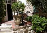 Location vacances Moussac - Maison D'Hôtes Les Remparts-1