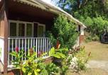 Location vacances Vieux Habitants - Bungalow with 2 bedrooms in Bouillante with furnished terrace and Wifi 100 m from the beach-1