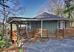 Location vacances Dillard - Cabin On the Rock Sky Valley Resort Home by Golf-1