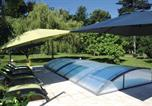 Location vacances Cognac - Three-Bedroom Holiday home with a Fireplace in Burie-3