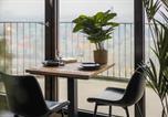 Location vacances Augsburg - Stunning City View & Tropical Vibes - Studio Apartment-2