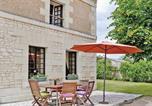 Location vacances  Vienne - Holiday Home La Grande Fete-3