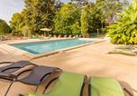 Camping avec Piscine couverte / chauffée Coutures - Camping Le Petit Trianon - Camping French Time-1