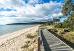 Location vacances Red Hill - Beach Front Beauty - Ocean front views-3