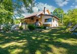 Location vacances Donji Lapac - Nice home in Mazin with Jacuzzi, Wifi and 4 Bedrooms-1