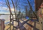 Location vacances Walker - Serene Lakefront Cabin Private Boat Dock, Balcony-2
