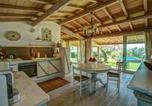 Location vacances  Province de Viterbe - Lake Bolsena Villa Sleeps 2 Pool Air Con Wifi-2