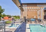 Location vacances Stuart - Contemporary 1bd/1ba + Rooftop Apartments-4