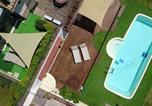 Location vacances Apiro - Villa with 2 bedrooms in Castelplanio with wonderful mountain view private pool enclosed garden 30 km from the beach-2
