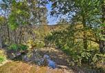 Location vacances Bridgeport - Rural Cabin Hideaway with Fire Pit and Mtn Views!-2