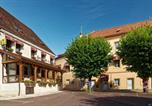Hôtel Rully - Logis Des Trois Maures-1