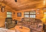 Location vacances Bridgeport - Hooah Cabin Retreat with Grill and Step Free!-4