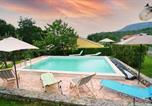 Location vacances Lupoglav - Amazing home in Roc with Outdoor swimming pool, Wifi and 3 Bedrooms-1