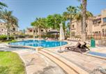 Location vacances Dubaï - Luxurious Beachside Villa on Palm Jumeirah by Deluxe Holiday Homes-2