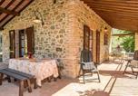 Location vacances Chiusi - Popoltaio-Schiacciato Villa Sleeps 4 Pool T762697-3