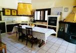 Location vacances  Province de Syracuse - Classic Villa in Floridia with Fenced Garden-2