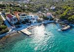 Location vacances Kukljica - Beachfront 5br Home Victoria-2