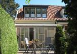 Location vacances Medemblik - Uniquely Designed Holiday Home with Jetty in Enkhuizen-1