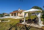 Location vacances Tinjan - Holiday home Villa Mikela-4