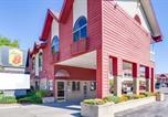 Hôtel Saint-Ignace - Super 8 Beachfront by Wyndham Mackinaw City, Mi-1