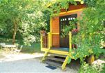 Camping avec Hébergements insolites Champs-Romain - La Ferme de Sirguet-1