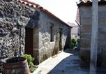 Location vacances Penalva do Castelo - House with 4 bedrooms in Nogueira with furnished terrace and Wifi-1