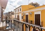 Location vacances Scicli - Vintage Holiday Home in Scicli with Balcony-2