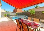 Location vacances  Province de Gérone - Splendid Villa with Private Swimming Pool in Costa Brava-3