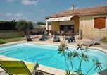 Location vacances Sernhac - Villa Rue du 19 Mars 1962-1