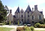 Location vacances  Mayenne - Château du Bourg-1