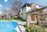 Location vacances  Pazin - Two-Bedroom Apartment in Veli Jezenj-4